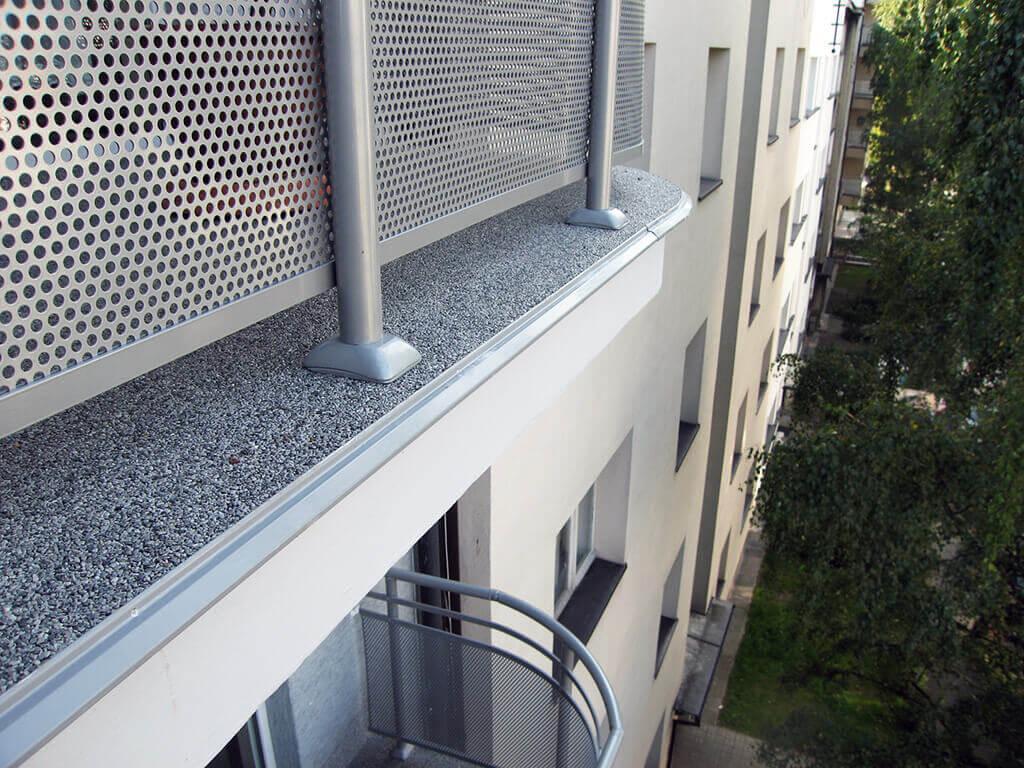 Balkon W Bloku Z Posadzką Typu Kamienny Dywan W Katowicach